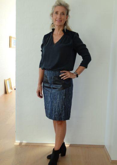 spændende nederdel med skinddetaljer