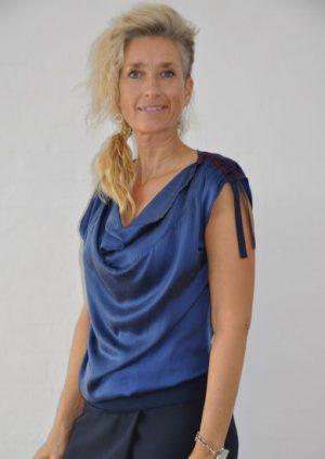 Blå silke bluse med vandfald