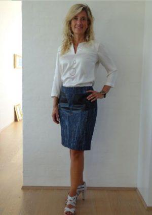 blå nederdel med skind lommer