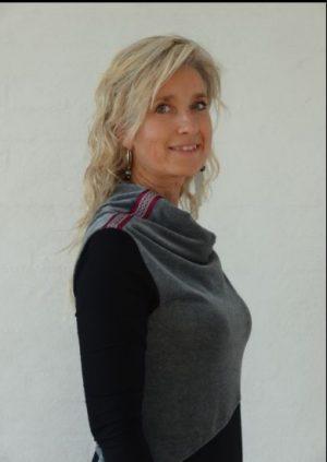 Asymetrisk kjole med valour vandfald