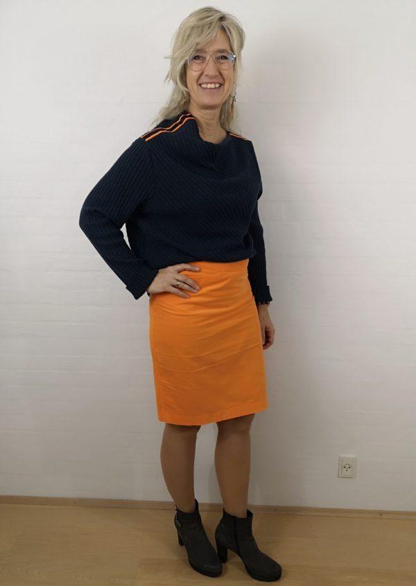 Blå asymetrisk uld strik bluse med orange strib