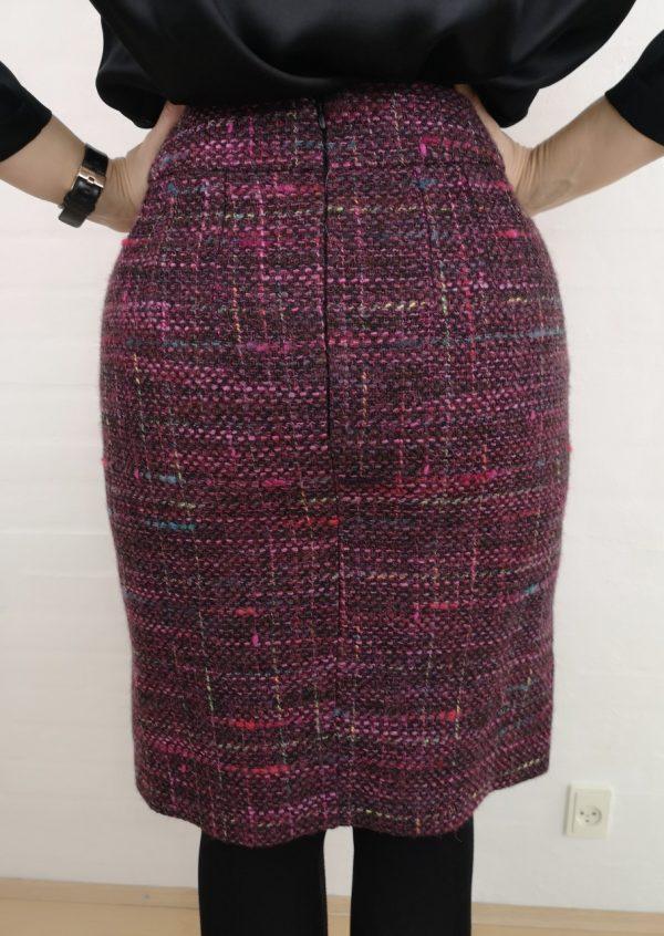 Bluclé nederdel med rafineret skind detalje