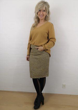 Karry farvet uld strik m. V-udskæring