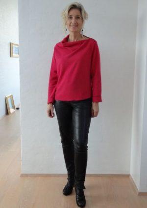 Hindbær farvet uld strik bluse