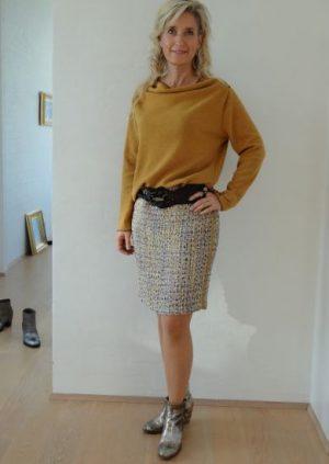 Nederdel i lilla/karry bluclé
