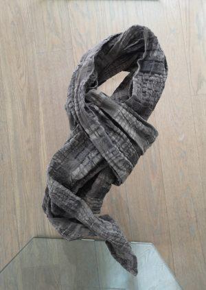 Rustikt tørklæde i mørk sand og sort