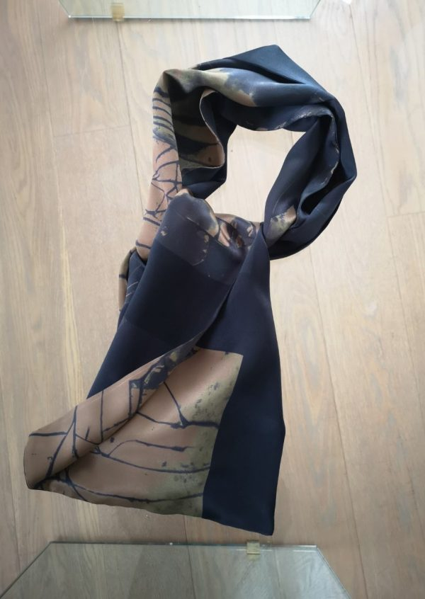 Silke tørklæde i sort camel og grøn