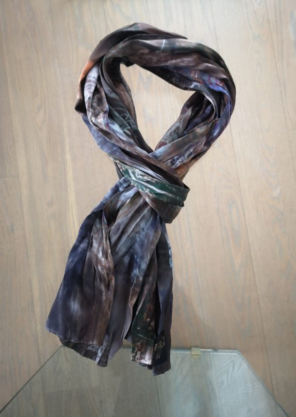 Crepet tørklæde i brun grønne nuancer