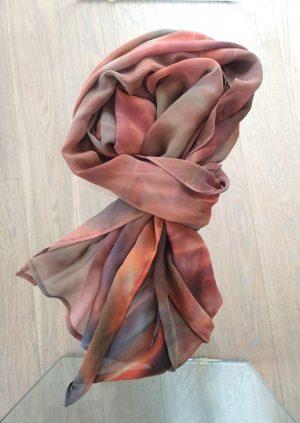 Håndmalet silke tørklæde i brunlige farver