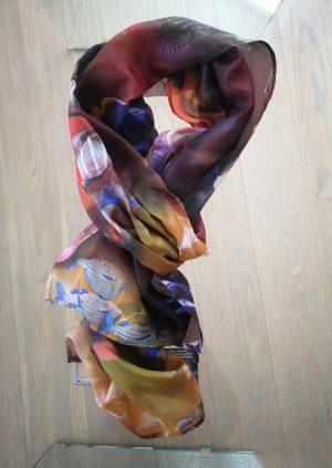 Silketørklæde med fisk og farver