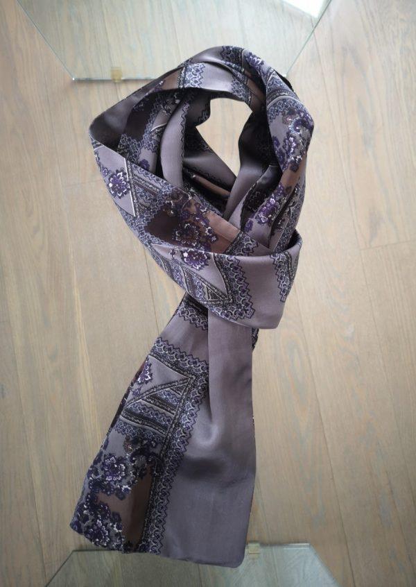 Grålilla silketørklæde med sjalsmønster