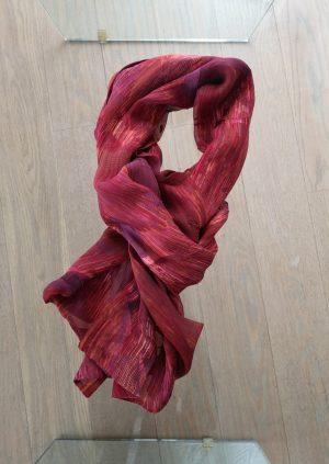 Elegant vinrødt silketørklæde