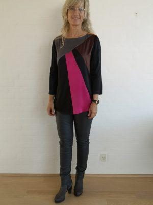 Grafisk stretch silke bluse