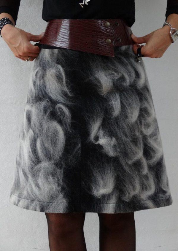 Uldfilt nederdel i sort hvid
