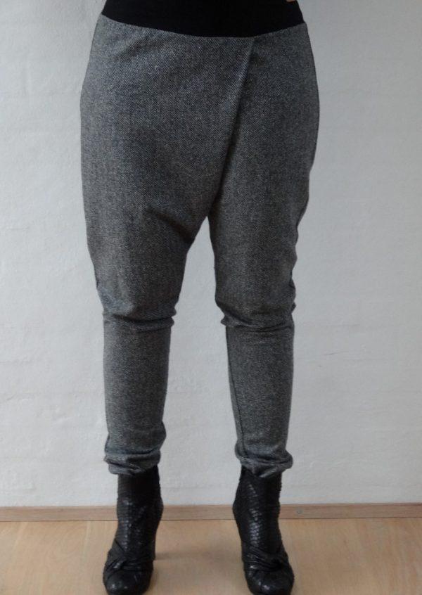 Hængerøvsbukser i sort hvid tweed