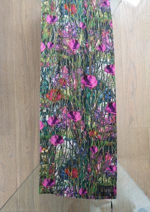 Silketørklæde med grøn blomstereng