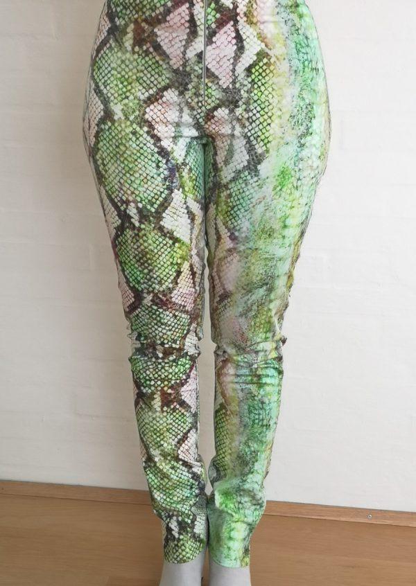 Friske bukser i grøn snake stof
