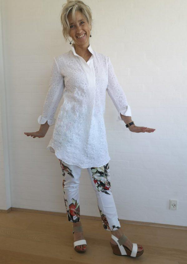 Skøn hvid skjorte tunika med krave