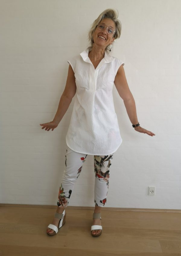 Råhvid skjorte tunika med lille ærme