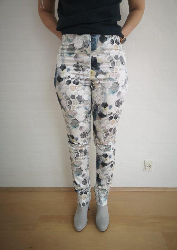 Lyse bukser med grafisk print