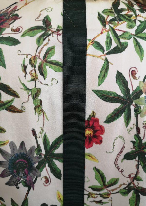 Kjole med multicolor blomster og lommer