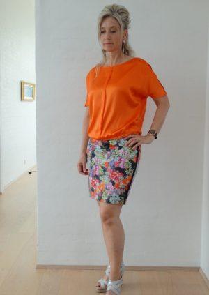 Nederdel med sommerblomster
