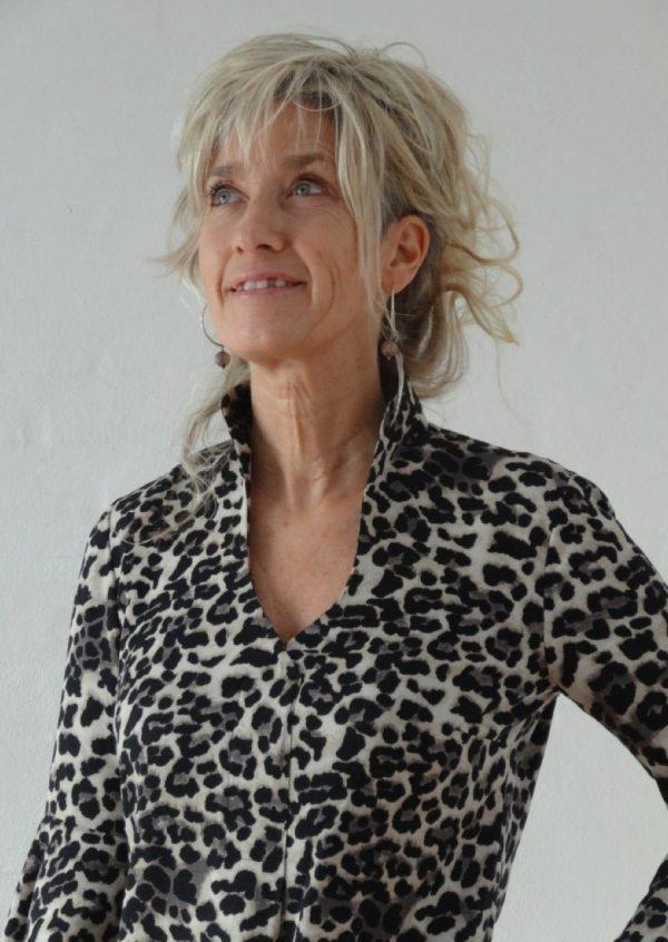 Bluse i sort / grå dyreprint