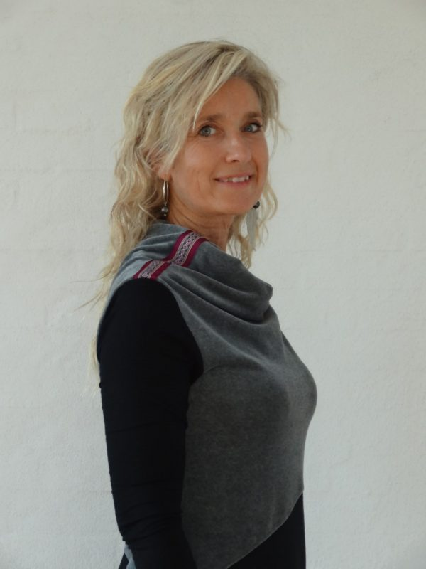 Asymetrisk kjole med velour vandfald