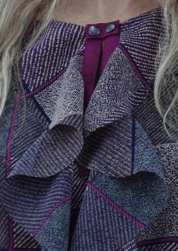 Lilla/grå ternet bluse med flæs
