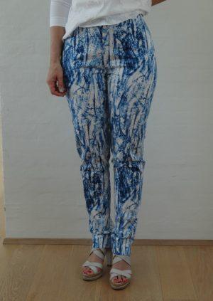 Friske bukser i blå hvide farver