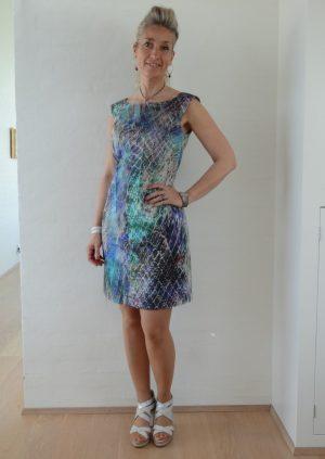 Kjole i tyrkis lilla grå batik