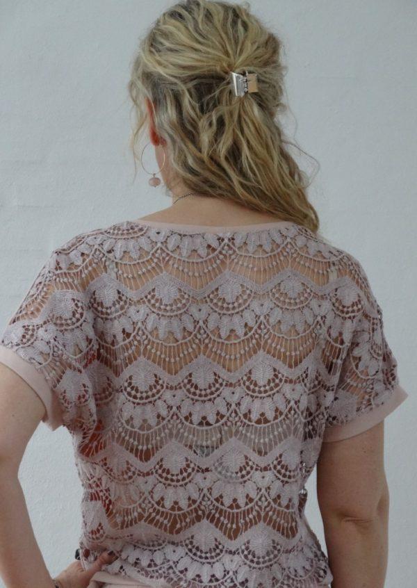 Nude bluse med blonde ryg