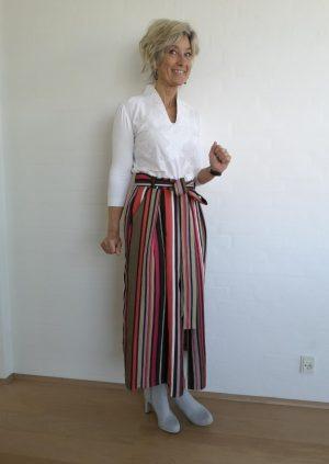 Stribet nederdel i coral/brun/hvid