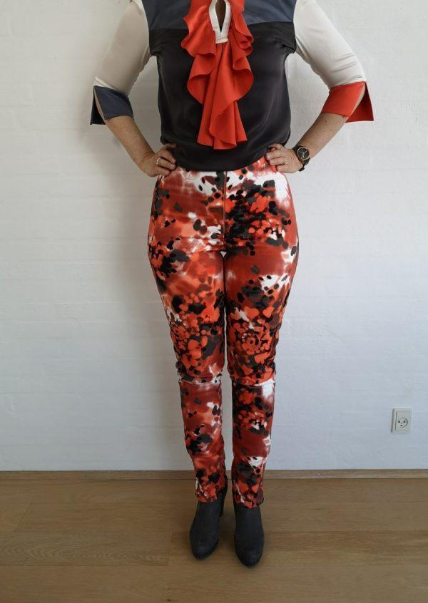 Kunstneriske bukser i orange/sort/grå