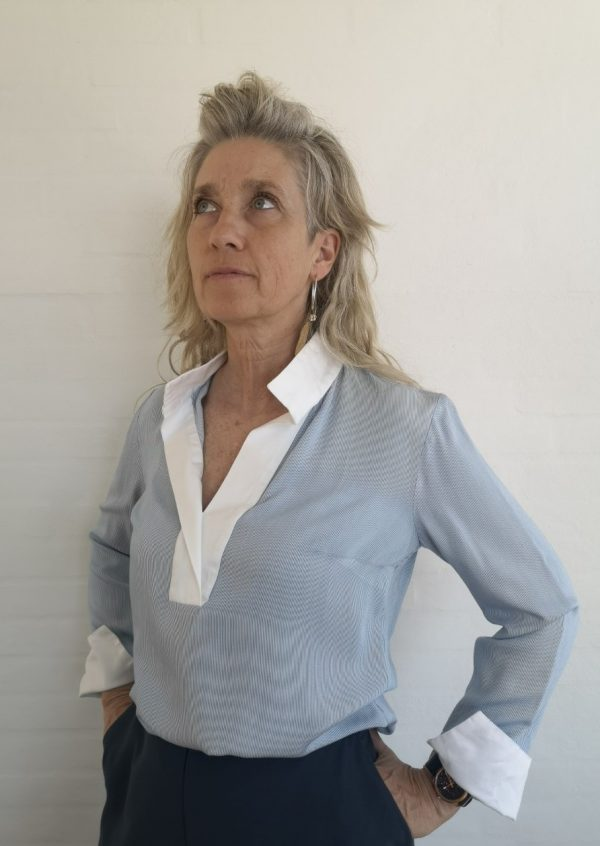 Skjorte bluse i blå/hvide striber