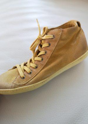 Gule ruskinds sneakers fra Mjus