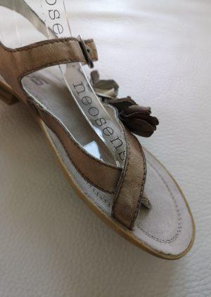 Brune Mjus sandaler med blomster