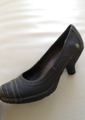 Sorte Neosens sko i rokokostil