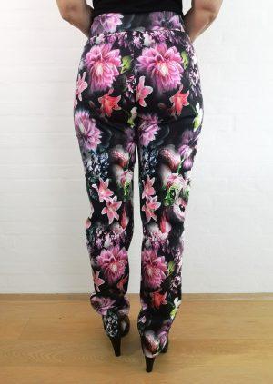 Blomstrede bukser i pangfarver